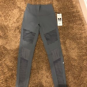 ALO Yoga  High Waist-Moto Leggings Brand New